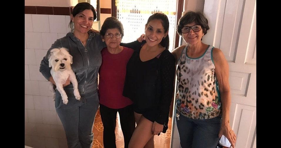 """""""São quatro gerações de mulheres guerreiras: minha avó Célia de Siqueira Pires, de 86 anos, minha mãe Sílvia Regina Pires, de 65 anos, eu, Leticia da Silva, 41 anos, e minha filha Carolina Gabriella da Silva, 25 anos."""" Elas são de Jacareí (SP)"""