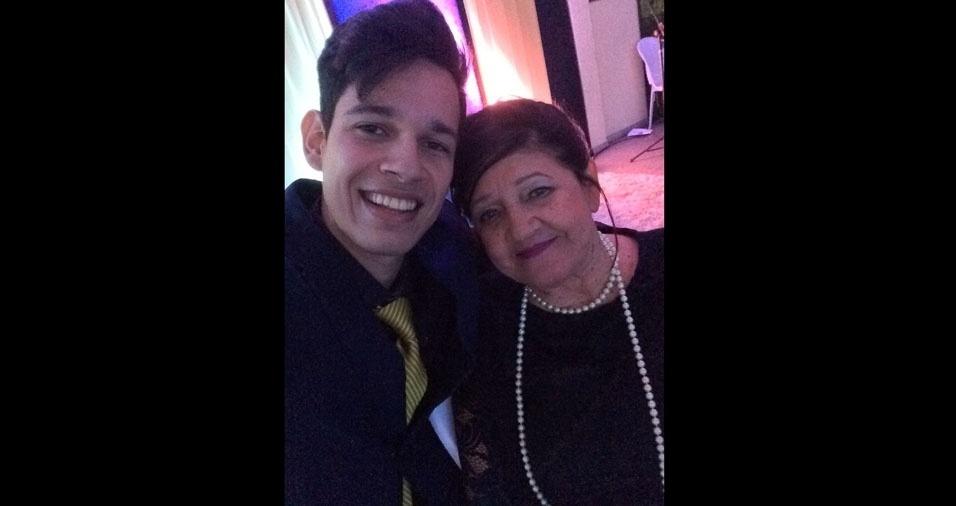 Rafael faz uma homenagem à vovó Eremita, de 78 anos