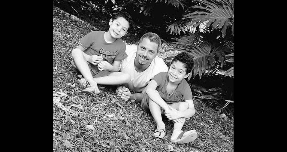 Yan e Ryan com o papai Cleiton Klein, de São Paulo (SP)