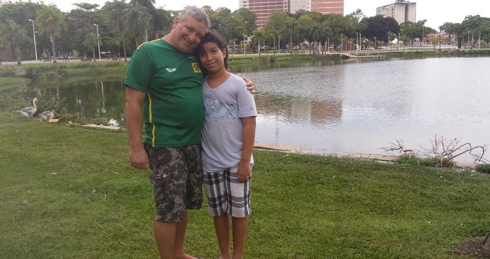 """Gilvandro Filho enviou foto com o pai Gilvandro, de João Pessoa (PB): """"Ele é o meu pai herói. Sou fã de carteirinha. Amo e admiro tudo que ele faz. Feliz dia dos Pais!"""""""