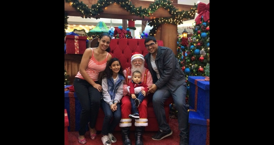 Regiane Fernandes Meira Silva, de Mauá (SP), com os filhos Emily e Paulo e meu marido Lucenildo