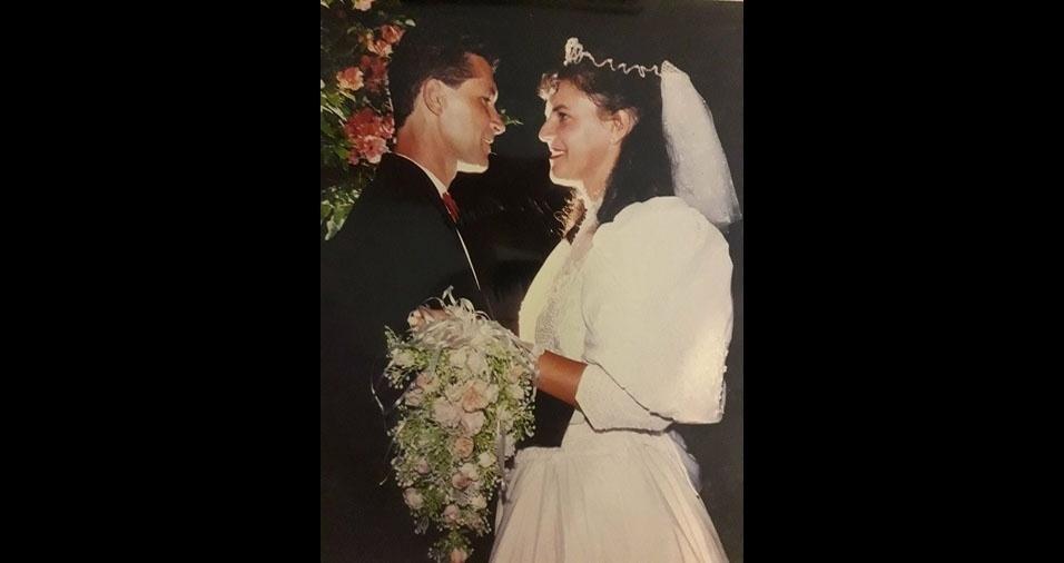 Aluysio Morais e Susana Monteiro subiram ao altar no dia 30 de dezembro de 1994, na Igreja Nossa Senhora do Perpétuo Socorro, Garanhuns (PE)