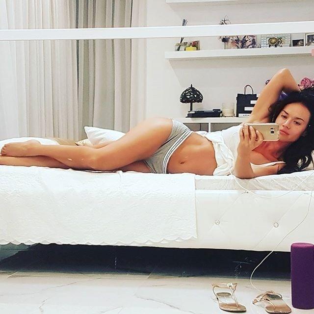 2.out.2016 - Aos 31 anos, a atriz de filmes adultos Franceska Jaimes é uma das queridinhas do Instagram. A gata não economiza nas postagens ousadas