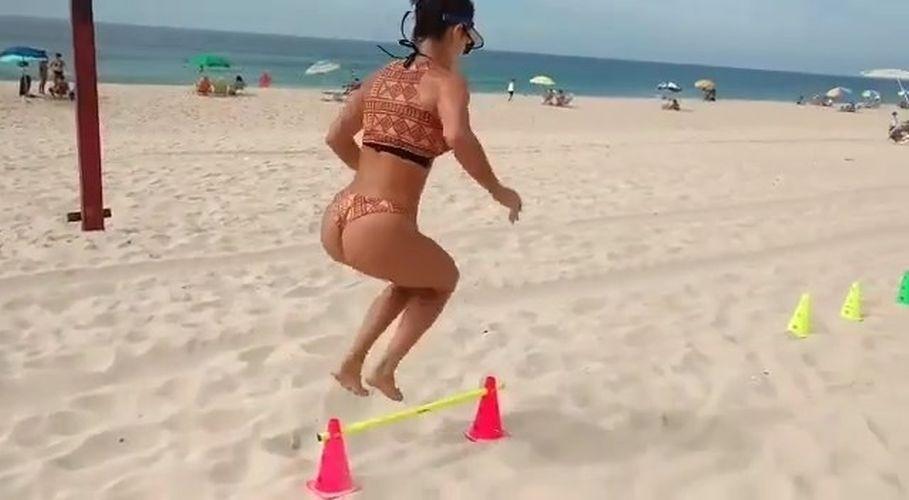 31.jan.2017 - Laura Keller salta obstáculo em circuito de obstáculos