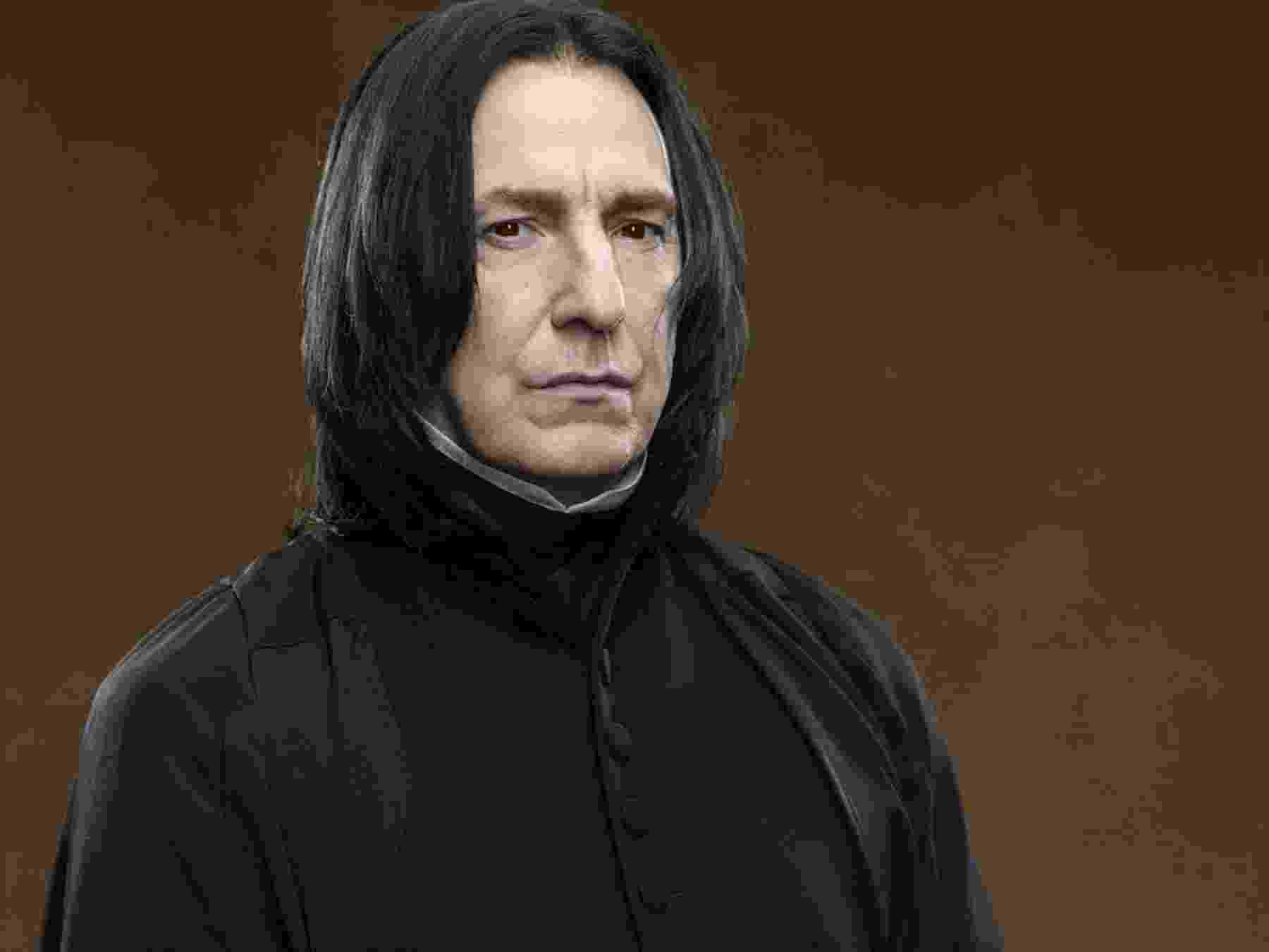 """14.jan.2016 - O ator britânico Alan Rickman, mais conhecido por ter vivido o professor Snape na saga """"Harry Potter"""", morreu em Londres, aos 69 anos. O ator tinha câncer e a morte foi confirmada pela família nesta quinta-feira (14). - Reproduçao"""