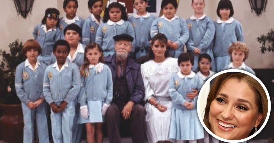 """28.set.2016 - Conhecida por ter interpretado a professora Helena na versão original de """"Carrossel"""", de 1989, Gabriela Rivero contou que as crianças da novela mexicana fumavam nos bastidores das gravações. A revelação foi feita durante entrevista da atriz ao programa peruano """"Mathi Nait"""", apresentado por Mathías Brivio. Ao ser perguntada sobre as crianças, Gabriela lembrou que o ambiente de trabalho não impediu as crianças de fazer travessuras, já que muitas delas fumavam tabaco escondido nos camarins. """"Eu dizia: 'De onde vocês tiraram esses cigarros?'. 'Da sua bolsa!'. E então eu respondia: 'Ah, então ainda por cima são ladrões!'"""", revelou"""