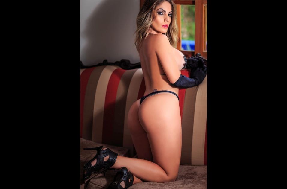 """25.out.2016 - Anamara é a estrela de um novo ensaio sensual, desta vez para o site Diamond Brazil. A baiana participante do """"Big Brother Brasil"""" 10 e 13 tirou a roupa e mostrou toda a sua boa forma"""