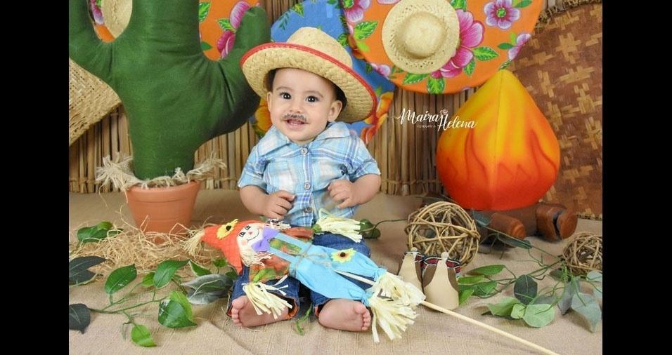 Lorenzo Caprioli, de oito meses, participa do Arraial dos Pequenos com foto enviada pela mamãe Lidiane Caprioli, de Franca (SP)