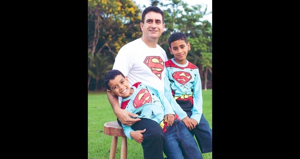 O superpai Edmarcos com os filhos Fernando e Vinicius, de Ji-Paraná (RO)