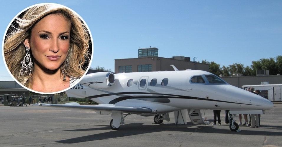 6. Cláudia Leitte viaja a bordo de um Embraer Phenom 100, um avião executivo com capacidade para até sete passageiros e autonomia de 2 mil quilômetros. Valor estimado: US$ 3,9 milhões