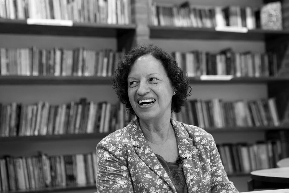 """""""Os professores precisam de estimulo, incentivo, elogios, não críticas excessivas"""", afirma Maria Sueli sobre o incentivo aos educadores do Brasil"""