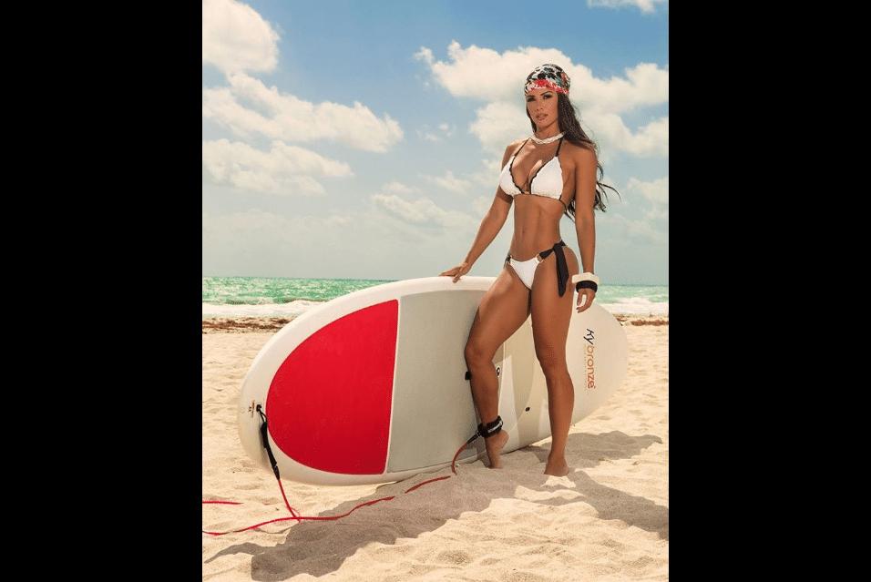"""19.mai.2017 - A modelo Fernanda D'avila chamou a atenção da mídia na época em que fez parte do corpo de baile do programa """"Domingão do Faustão"""""""