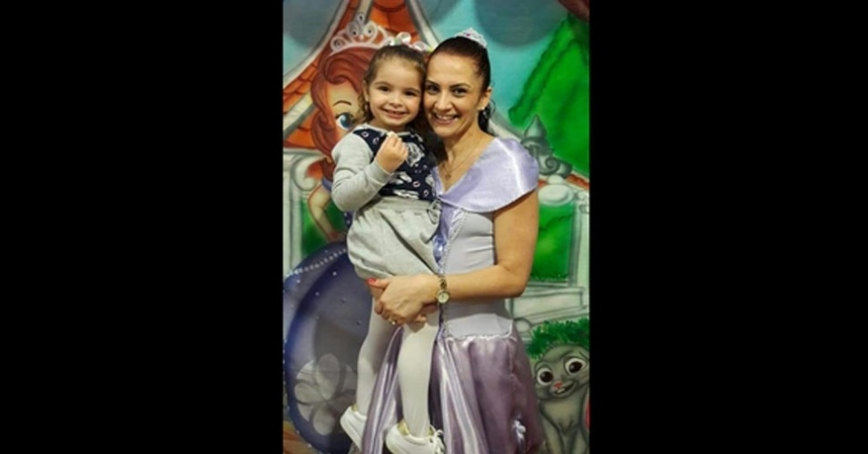 Foto da vovó Viviane Marcos com sua neta Helena
