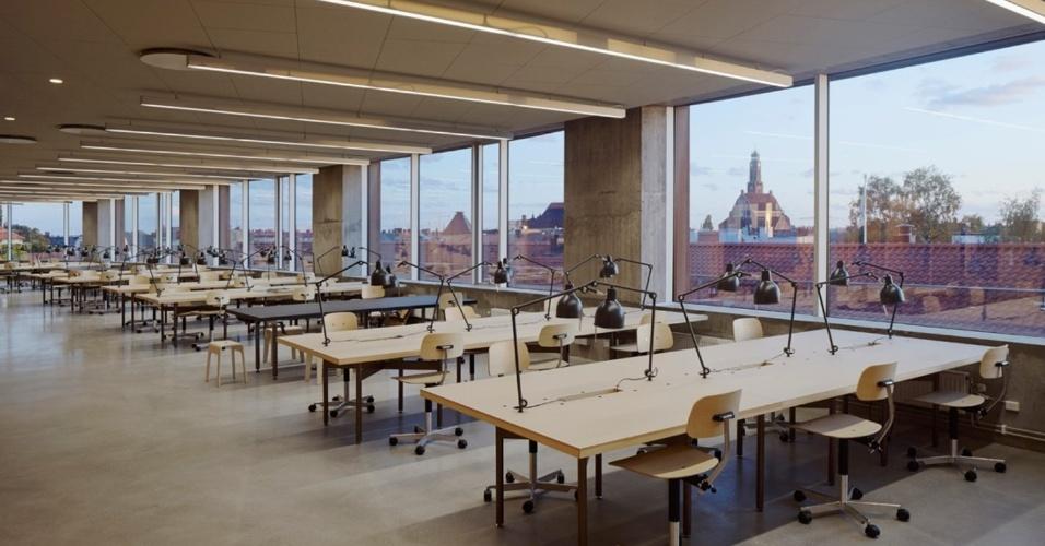 19.fev.2016 - Prédio da escola de arquitetura em Estocolmo, na Suécia, teve de se adaptar a uma estrutura já existente