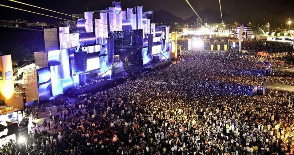 25. Festivais como o Rock in Rio recebem milhares de pessoas a cada dia, para conferirem toda a programação