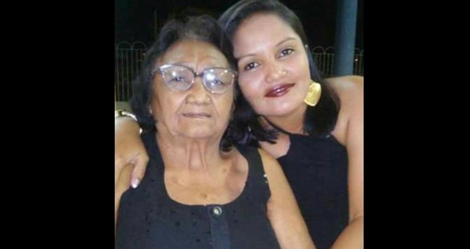 Nilce Maria da Silva, de Crateús (CE),com sua avó Carmelita Varejo da Silva