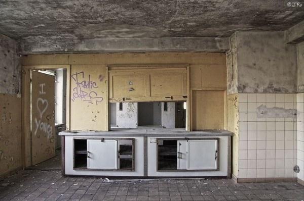 10.fev.2016 - Durante a guerra, em meio aos bombardeios da cidade de Hamburgo, muitos fugiram para a ilha e se refugiaram no hotel abandonado