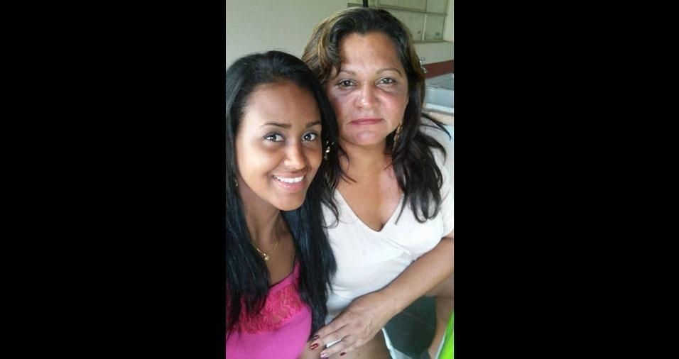 Viviane com a mamãe Enilma