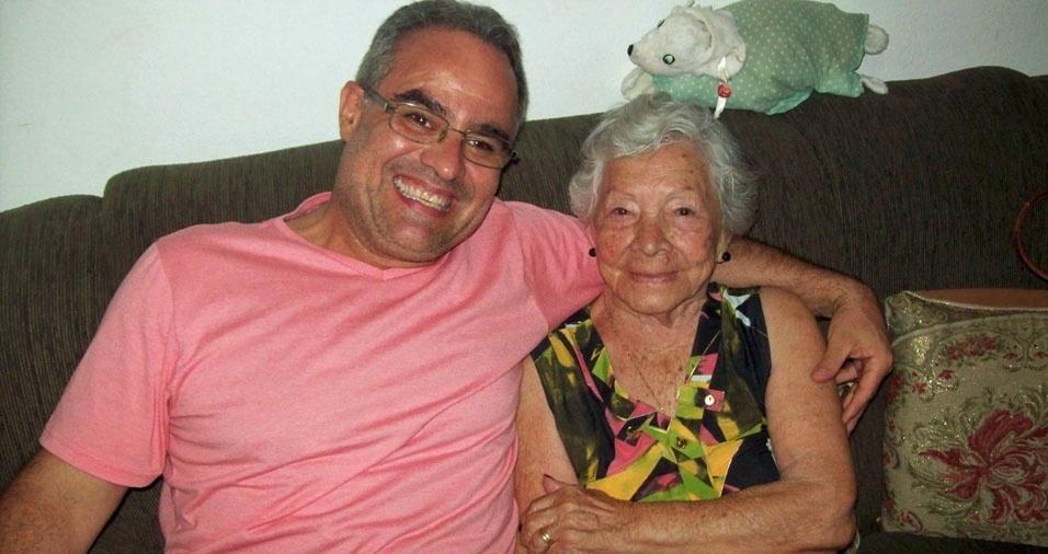 """Ademir com a vovó Luzia, de 92 anos, garante: """"Vó também é mãe!"""""""