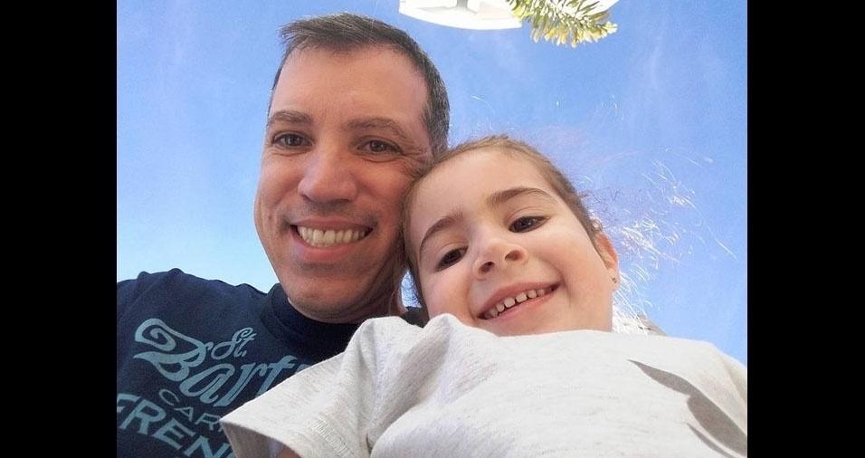 """Clara de Lima Gomes com seu pai Sergio Moreira Gomes, de Santana de Parnaíba (SP). """"Amo muito meu pai!!"""""""