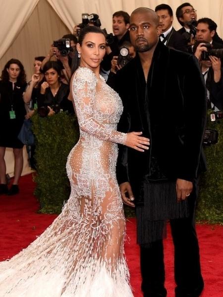 Kim Kardashian e Kanye West no tapete vermelho do baile de gala do MET - Getty Images