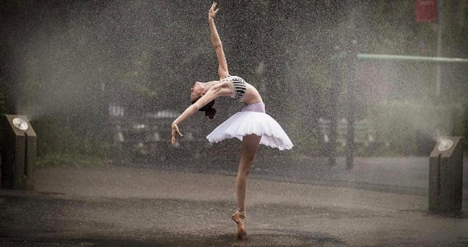 18. Usar o sol, a chuva e a neve como complemento do cenário para os dançarinos também é uma das especialidades do fotógrafo