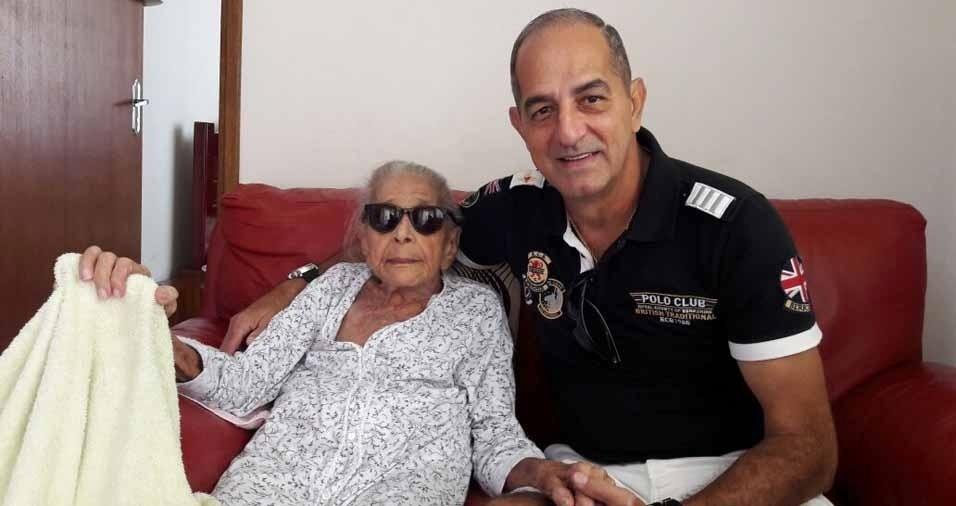 Claudio Garcia com a avó Léo, em Londrina (PR)