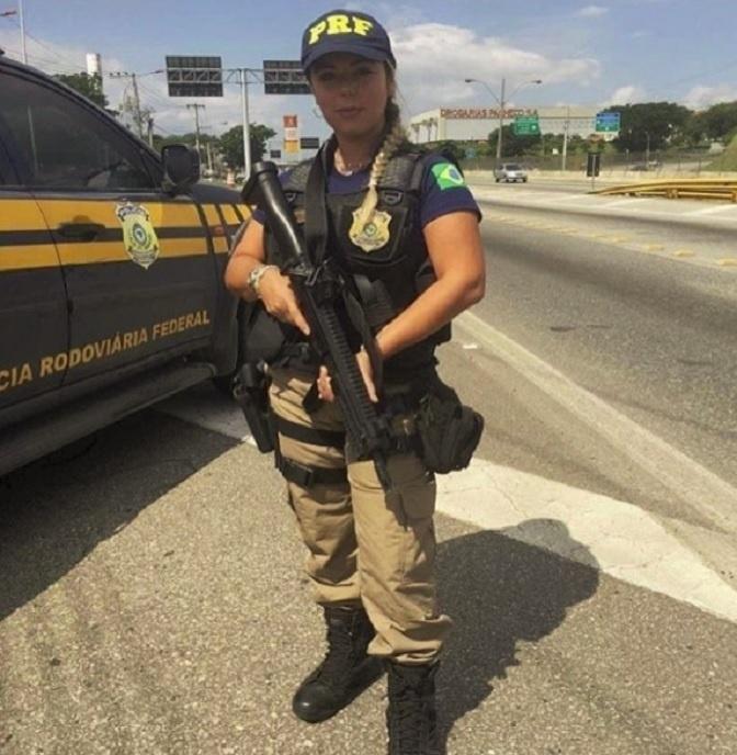 8.ago.2017 - Solteira e natural Curitiba, Mari Ag também mantém um canal no Youtube onde dá dicas para concurseiros que desejam entrar para para a Polícia Rodoviária Federal