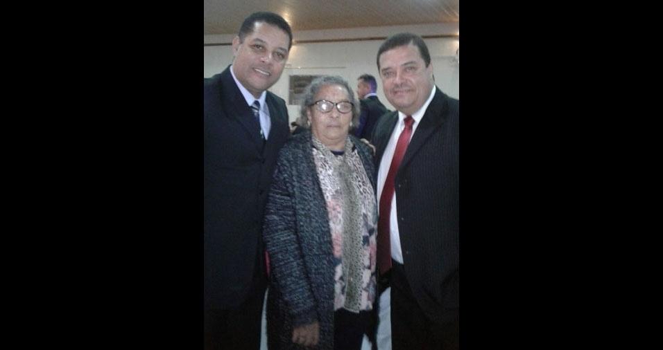 Os netos Marcio e Marcelo com a vovó Irece