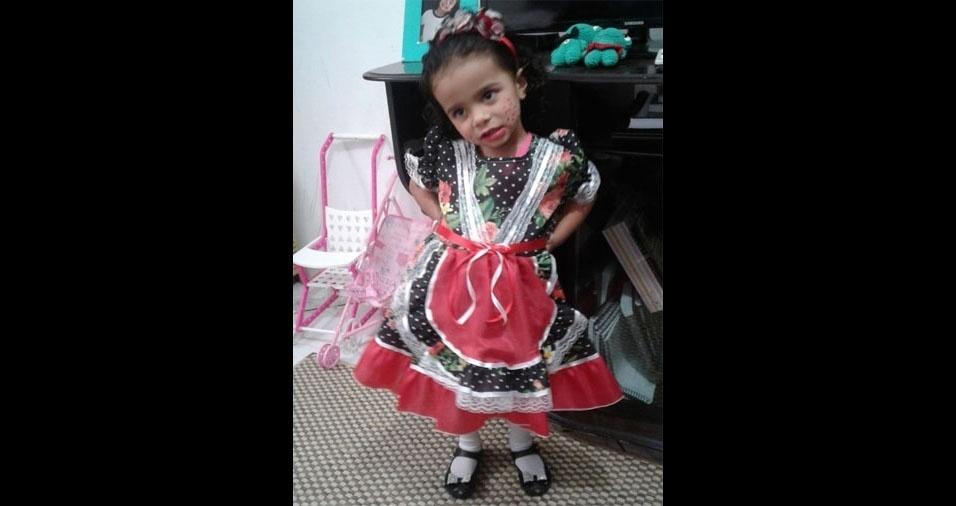 A mamãe Maria Gabriela de Oliveira Dias, de Lorena (SP), enviou foto da Maria Julia, de dois anos