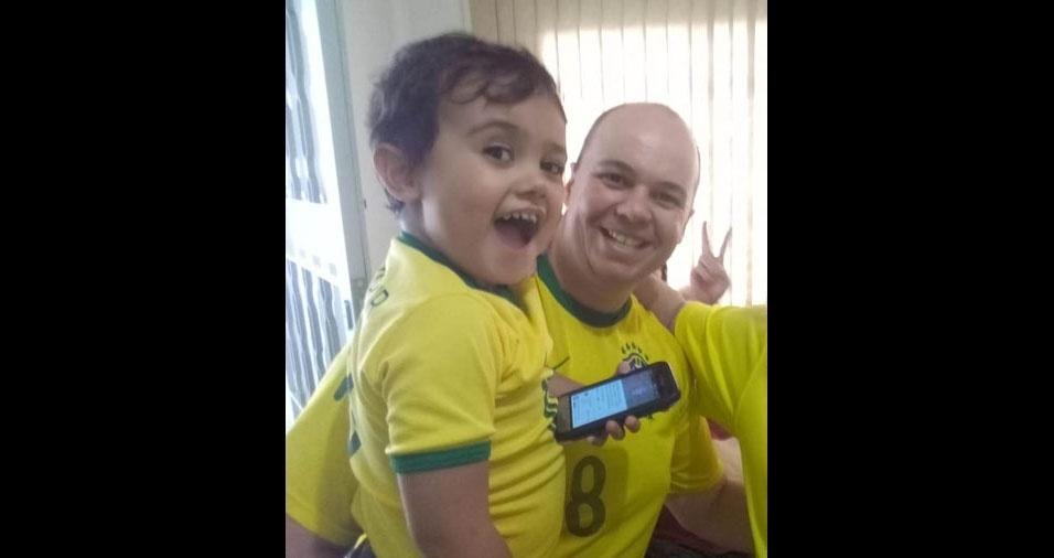 Diego Baroni, de Americana (SP), com o filho Caio Pereira Baroni