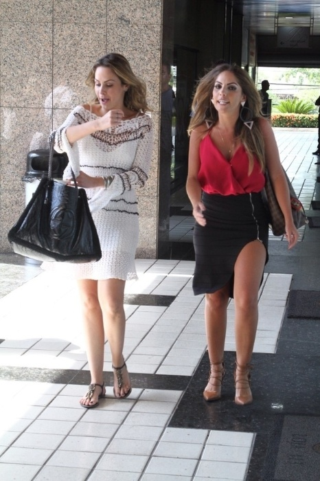 10.mar.2016 - Ana Paula Renault é fotografada ao lado da ex-BBB Anamara. As duas foram a um evento em um salão de beleza localizado em um salão de beleza na Barra da Tijuca, no Rio de Janeiro