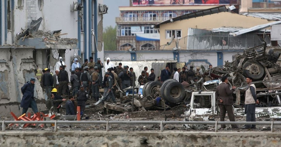 22. Cabul, Afeganistão. Pelo menos 28 pessoas morreram  e 45 ficaram feridas em atentado suicida promovido pelo Estado Islâmico contra uma mesquita xiita, em 22 de novembro