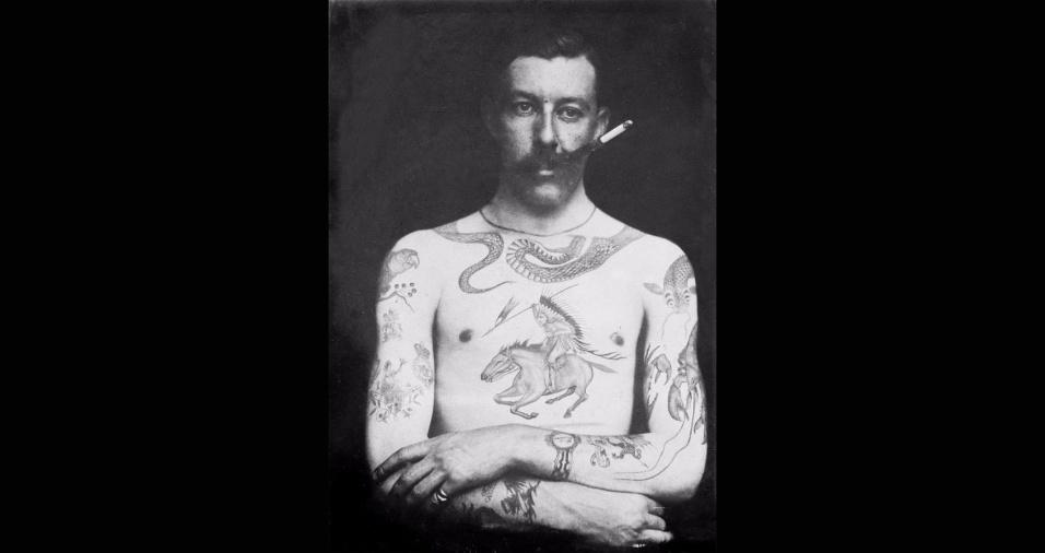 31.mai.2017 - Sutherland Macdonald, primeiro tatuador britânico, abriu o primeiro estúdio de tatuagens do país, ainda na era Vitoriana, no ano de 1889