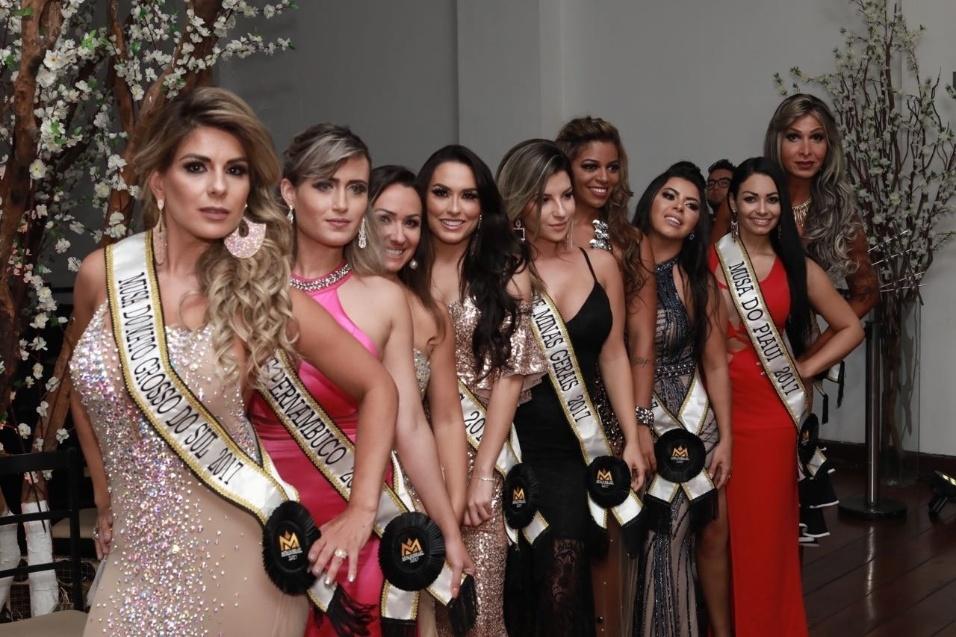 5.nov.2017 - Candidatas posam enfileiradas para os fotógrafos antes da final do Musa do Brasil