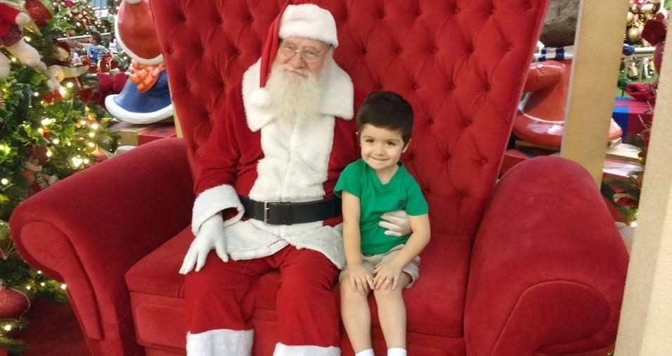 Paulo, de Votorantim (SP), enviou foto do filho Lorenzo, de três anos, com o Papai Noel