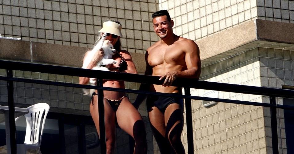 1º.fev.2016 - Juju Salimeni e Felipe Franco posam para o fotógrafo