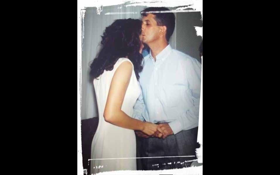 """Eliete Ribeiro conta que em 4 de maio de 1996 ela estava se casando com Edson e confessa que foi uma das melhores decisões que ela tomou na vida. Hoje o casal tem dois """"lindos meninos"""""""