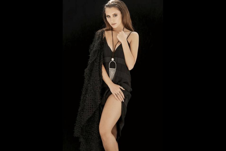 19.jun.2017 - Além do sucesso na televisão, Carla Diaz trabalhou também no teatro e no cinema