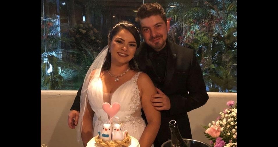 """Luciana Macedo e Marcus Dias de Abreu trocaram alianças em 21 de abril de 2018, após dez anos juntos, e contam: """"Somos muitos felizes juntos e o casamento apenas selou nossa união. Nos conhecemos desde os 9 anos, era pra ser!"""""""
