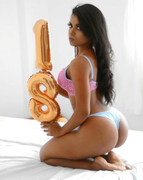 8.jul.2017 - Amanda Fernandes posa sensual em ensaio. A modelo completou recentemente 18 anos