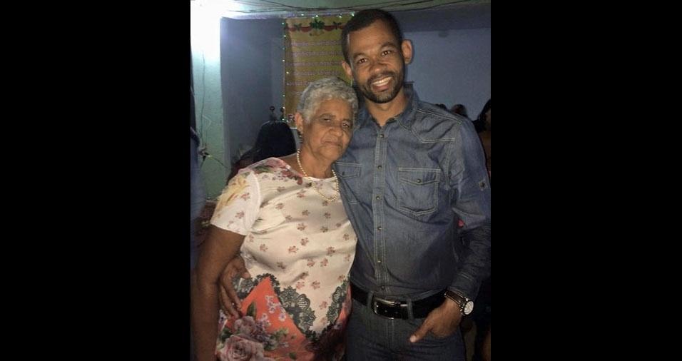 Enzio enviou foto com a mamãe Astrogilda Alves de Souza, de Catuji (MG)