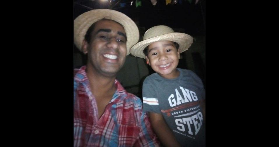John Clayton com o filho Johnatan, de Limoeiro (PE)