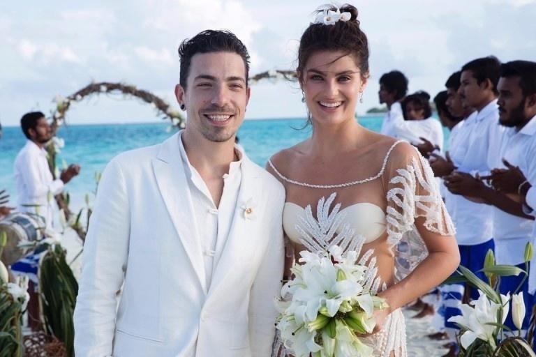 9.ago.2016 - A modelo Isabeli Fontana se casou com o vocalista do NX Zero, Di Ferrero. A cerimônia intimista aconteceu nas Ilhas Maldivas. O casamento foi feito na areia, em uma ilha particular a 15 minutos do resort Fushi, em Kunfunadhoo