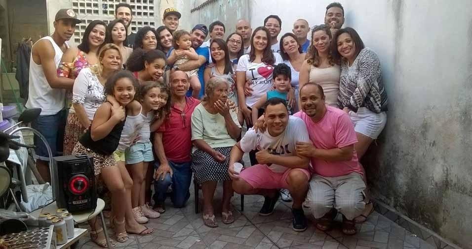 """""""A nossa amada avó Maria Madalena Martins, que nos deixou neste ano. A melhor mãe e avó. Que lá do céu ela saiba que nunca será esquecida, e sim sempre lembrada! Amamos eternamente"""", homenageiam os netos"""