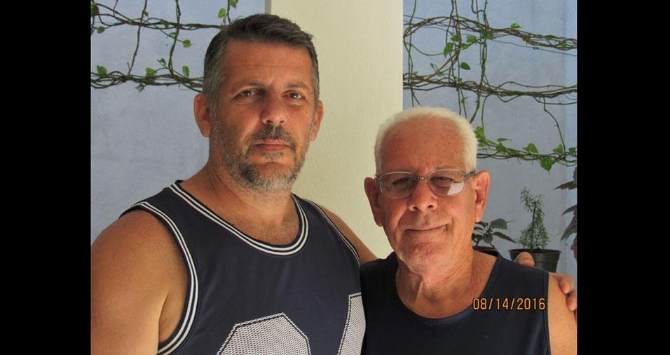 Altamir Caloi Franco com o filho Carlos Henrique, de Volta Redonda (RJ)