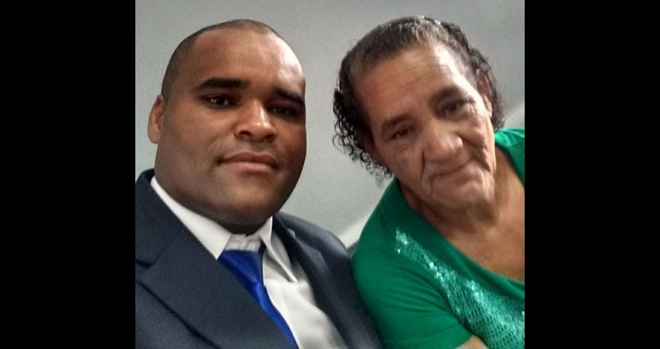 Márcio Aguiar é filho da dona Selma de Aguiar, de Agudos (SP)