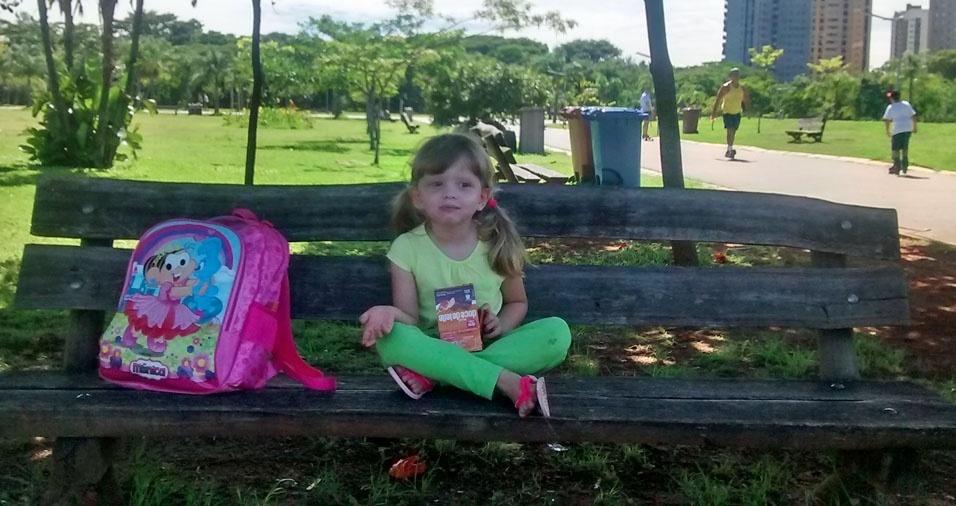 Sofia enviou foto da filha Andréa, na pracinha