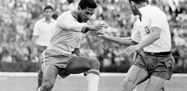 35 anos sem Garrincha  veja 7 jogos históricos do craque das pernas tortas  - 20 01 2018 - UOL Esporte c540d86cf8d6b