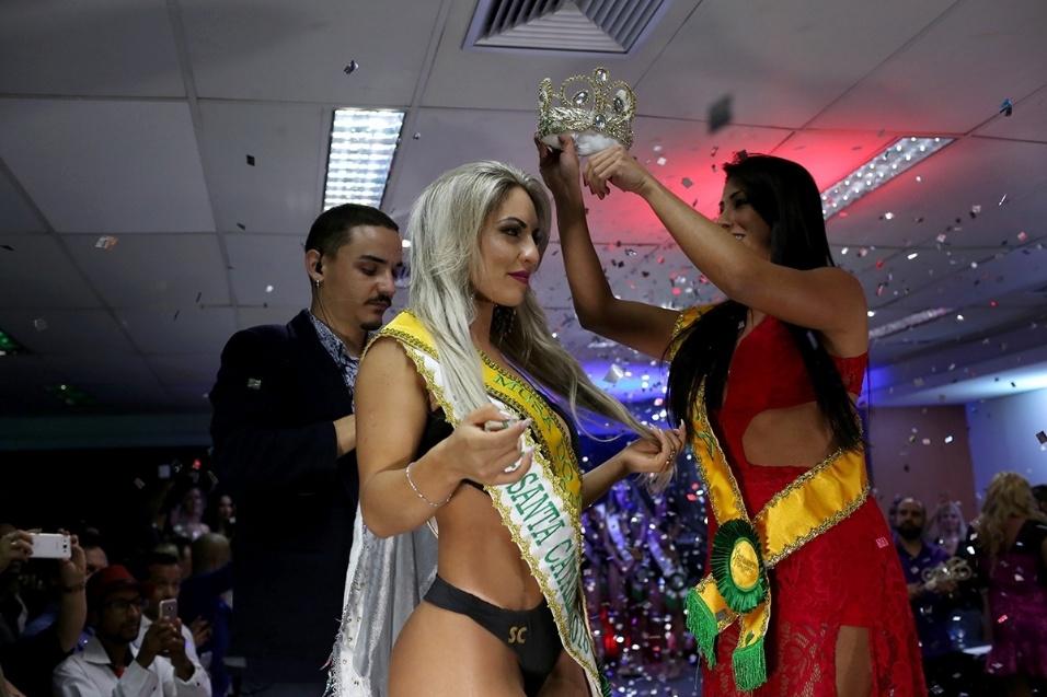 14.dez.2016 - Iara Ferreira, representante do Estado de Santa Catarina, é coroada a vencedora do Musa do Brasil 2016